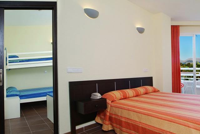 rooms-services-door